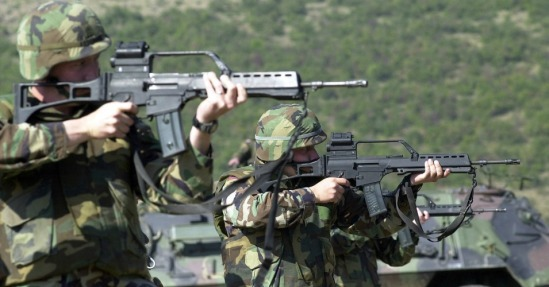 US soldiers participating in live fire drills during NATO training in Germany. (Photo: flickr / cc / MATEUS_27:24&25)