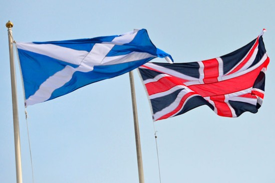 2014ScottishFlag_EnglishFlag_Getty455587874190914