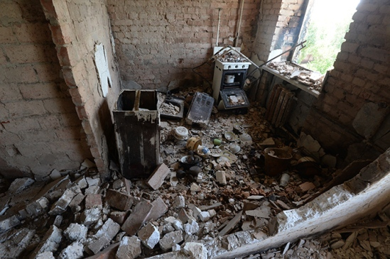 The interior of an apartment in a residential building destroyed in an artillery attack by the Ukrainian army in the village of Peski in the Donetsk region. (RIA Novosti / Mikhail Voskresenskiy)