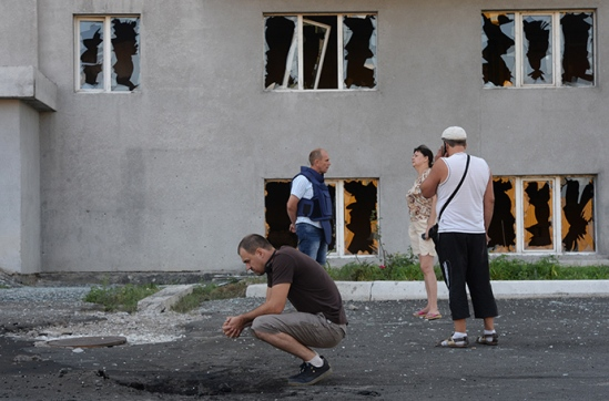"""Belligerent parties in Ukraine must keep in mind that they are responsible for keeping their hostilities within international humanitarian law, HRW warned. """"Ukrainian authorities should order all their forces, including volunteer forces, to immediately stop using Grads in or near populated areas, and insurgent forces should avoid deploying in densely populated areas,"""" said Ole Solvang, senior emergencies researcher at Human Rights Watch. """"Commanding officers on all sides should recognize that one day they could face legal consequences for their actions."""" Earlier the International Red Cross officially declared the hostilities in eastern Ukraine a civil war, which opened the way for prosecuting atrocities committed there in international courts."""