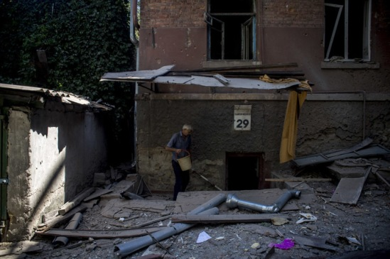 A man going down to the basement of a building damaged during an artillery attack by the Ukrainian Security Forces in Lugansk. (RIA Novosti/Valeriy Melnikov)