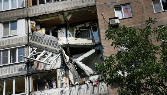 Residential areas of Donetsk came under heavy artillery bombardment, despite a ceasefire between Kiev and independence supporters in the southeastern regions of Ukraine.