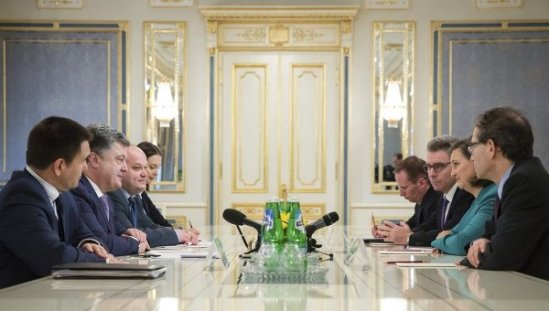 Ukrainian President Petro Poroshenko, second left, talks with the Assistant Secretary for European and Eurasian Affairs Victoria Nuland, second right, in Kiev, Ukraine, Oct. 6, 2014.