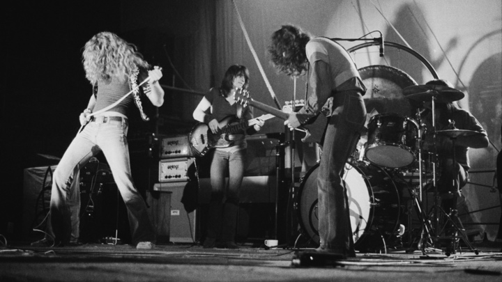 Led Zeppelin On Stage Unruly Hearts