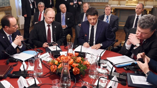 (L to R) France's President Francois Hollande, Russia's President Vladimir Putin, Italy's Prime Minister Matteo Renzi, Ukraine's President Petro Poroshenko sit during a meeting on the sidelines of a Europe-Asia summit (ASEM) in Milan October 17, 2014. (Reuters/Daniel Dal Zennaro)