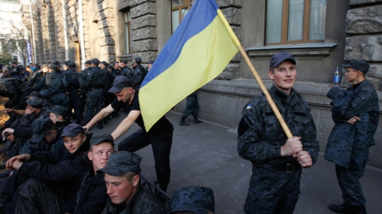 Conscripts of the National Guard of Ukraine gather near the presidential administration headquarters to demand their demobilization in Kiev, October 13, 2014 (Reuters / Valentyn Ogirenko)