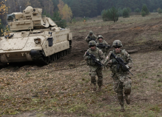U.S. soldiers deployed in Latvia perform during a drill at Adazi military base October 14, 2014. REUTERS/Ints Kalnins (LATVIA - Tags: MILITARY) - RTR4A58N