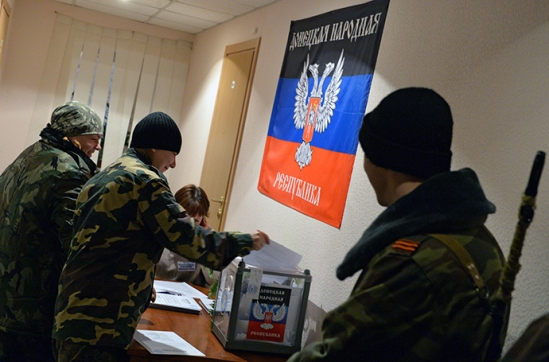 Members of the self-defense forces cast their votes during the elections for the leader and the People's Council of the Donetsk People's Republic (RIA Novosti / Alexey Kudenko)