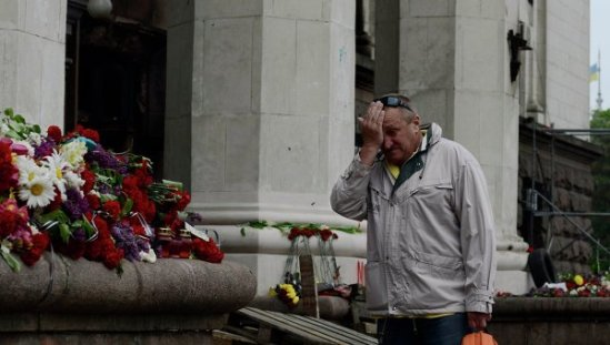 Flowers and candles brought to mourn the victims of the fire at the Trade Unions House on Kulikovo Field in Odessa.