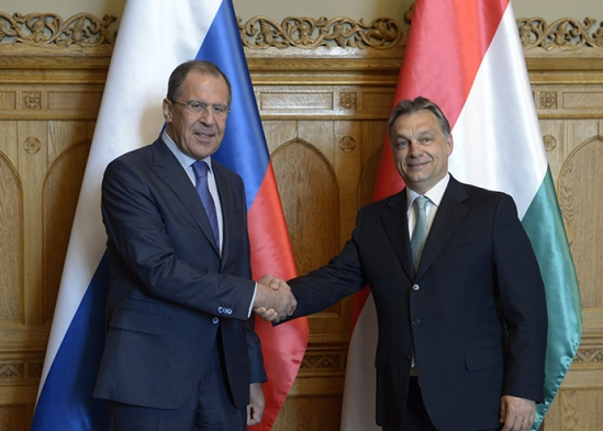 Russian Foreign Minister Sergei Lavrov, left, and Hungarian Prime Minister Viktor Orban at their meeting in Budapest (RIA Novosti / Eduard Pesov)