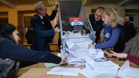 Counting ballots during election to Ukraine's Verkhovna Rada. (RIA Novosti/Ramil Sitdikov)