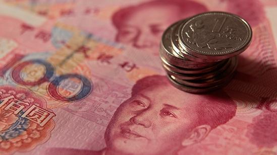 Yuan banknotes (Reuters / Petar Kujundzic)