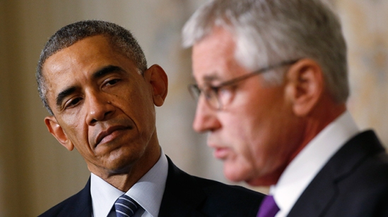 U.S. President Barack Obama (L) listens to Defense Secretary Chuck Hagel after the president announced Hagel's resignation at the White House in Washington, November 24, 2014 (Reuters / Kevin Lamarque)