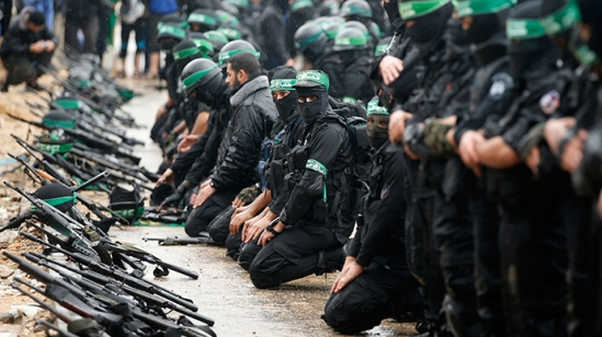 Palestinian members of al-Qassam Brigades, the armed wing of the Hamas movement (Reuters / Mohammed Salem)