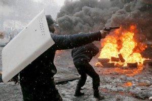 kiev-protester-handgun-400x266